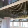 商城自助餐厅装饰木纹波浪铝单板_吊顶装饰木纹弧形铝方通